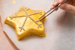 Bolo dourado Imagens de Stock