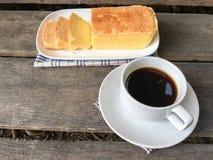 Bolo e café da manteiga Imagens de Stock