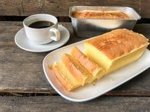 Bolo e café da manteiga Fotos de Stock Royalty Free