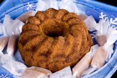 Bolo e caramelos da sobremesa do feriado do Close-up Fotografia de Stock Royalty Free