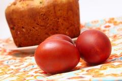 Bolo e ovos de Easter imagens de stock