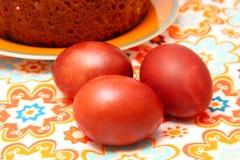 Bolo e ovos de Easter imagem de stock royalty free