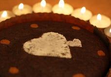 Bolo e velas do Valentim Imagem de Stock