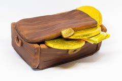 Bolo fechado da arca do tesouro com moedas do chocolate foto de stock royalty free