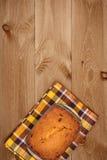 Bolo no fundo de madeira Imagem de Stock