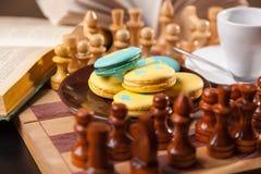 Bolo no tabuleiro de xadrez Fotos de Stock