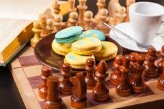 Bolo no tabuleiro de xadrez Imagens de Stock