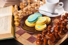 Bolo no tabuleiro de xadrez Fotos de Stock Royalty Free