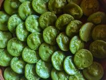 Bolo orgânico do balinesse tradicional de Laklak É feito da farinha de arroz e da folha verde do screwpine fotografia de stock royalty free