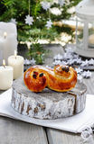 Bolo sueco tradicional no ajuste do Natal Imagem de Stock Royalty Free