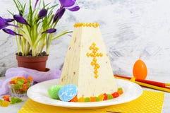 Bolo tradicional da Páscoa do coalho com frutos cristalizados Fotografia de Stock Royalty Free