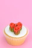 Bolo vermelho das rosas Fotos de Stock