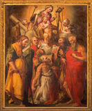 Bologna - altare in Oratorio de Batutti con la pittura di Madonna con i san Fotografia Stock