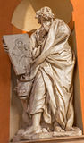 Bologna - barock staty av St Luke evangelisten från västra portal av den kyrkliga Chiesa dellaen Madonna di San Luca Royaltyfria Foton