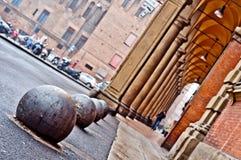 Bologna de vue de rue de ville de portique, Italie Photographie stock libre de droits