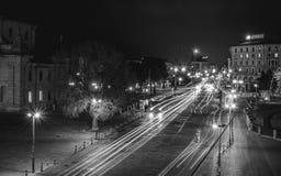 BOLOGNA, ITALIË - 17 FEBRUARI, 2016: Via dell'Indipendenzastraat in Bologna bij nacht Stock Foto's
