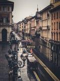 BOLOGNA, ITALIË - 15 FEBRUARI, 2016: Via dell& x27; Indipendenzastraat in Bologna tijdens een lichte regen Royalty-vrije Stock Afbeeldingen