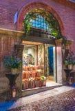 BOLOGNA, ITALIA - 15 FEBBRAIO 2016: Un negozio di fiore a Bologna, Italia Fotografia Stock