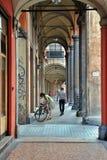 Bologna, Italie - 8 juillet 2013 : Allées à Bologna photos libres de droits