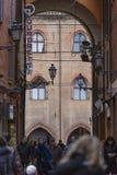 BOLOGNA, ITALIEN - 5. MÄRZ 2016: Allgemeine Ansicht des im Stadtzentrum gelegenen str lizenzfreie stockfotos