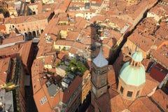 Bologna mit Schatten des Asinelli Kontrollturms, Italien Stockfotografie