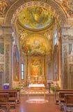 Bologna - presbiterio ed altare principale della chiesa San Michele in Bosco con la pittura da Frederico Bologna - Gnudi Fotografia Stock