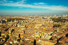 Bologna som ses från över arkivfoto