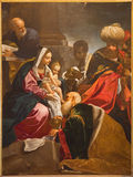 Bologna - tillbedjan av de tre vise männenmålarfärg från kapell av Kristi födelse i Saint Paul eller Chiesa di San Paolo barockkyr Royaltyfria Foton