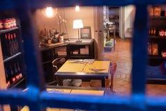 Bologna, un établissement vinicole antique maintenant transformé en restaurant images libres de droits