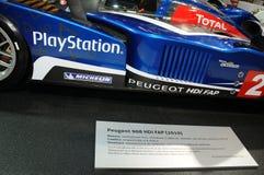 BOLOGNA, WŁOCHY - 2 Peugeot GRUDZIEŃ 2010 eksponowali przy Bologna Motorowym przedstawieniem 908 HDI FAP 2010 24 godziny Le Mans zdjęcie royalty free