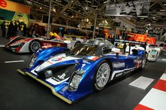 BOLOGNA, WŁOCHY - 2 Peugeot GRUDZIEŃ 2010 eksponowali przy Bologna Motorowym przedstawieniem 908 HDI FAP 2010 24 godziny Le Mans zdjęcia royalty free