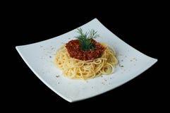 bolognese спагетти томатов спагетти макаронных изделия петрушки norma кухни предпосылки aubergine alla белизна свежих итальянских Стоковые Фотографии RF