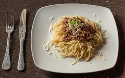 Bolognese Spaghetti klaar te eten stock fotografie