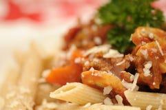 bolognese tät pasta upp Arkivbilder