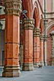 Bolonha Itália do detalhe da arquitetura das colunas do castelo Fotos de Stock Royalty Free
