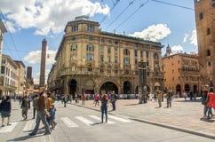 Bolonia, Italia, el 25 de abril de 2016: vía Rizzoli y plaza con referencia a Enzo f Imágenes de archivo libres de regalías