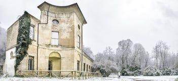 Bolonia, Italia, el 28 de diciembre de 2014 - garra de Sampieri del chalet imágenes de archivo libres de regalías