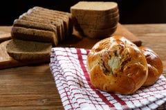 Bolos com cogumelos e pão preto Fotos de Stock Royalty Free