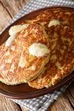 Bolos da chapa para assar de Gorditas de Azucar Doce com close-up da manteiga em uma placa vertical fotografia de stock royalty free