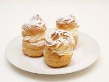 Bolos da pastelaria dos Choux, enchidos Foto de Stock Royalty Free
