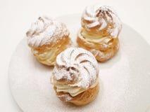 Bolos da pastelaria dos Choux, enchidos Fotografia de Stock Royalty Free