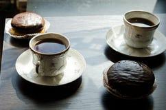 Bolos da xícara de café e de chocolate Imagem de Stock