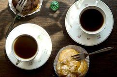 Bolos da xícara de café e de chocolate Fotos de Stock Royalty Free