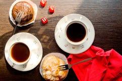 Bolos da xícara de café e de chocolate Foto de Stock Royalty Free