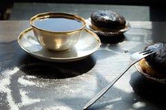 Bolos da xícara de café e de chocolate Imagem de Stock Royalty Free
