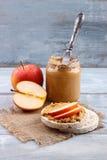 Bolos de arroz com manteiga de amendoim Imagem de Stock
