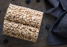 Bolos de arroz da grão para o café da manhã saudável Fotos de Stock