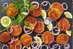Bolos de arroz friáveis deliciosos, fim acima Fotos de Stock Royalty Free