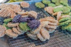 Bolos de arroz friáveis doces tailandeses Cane Sugar Drizzle Imagem de Stock