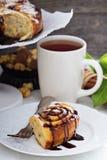 Bolos de canela com chocolate e creme Imagens de Stock